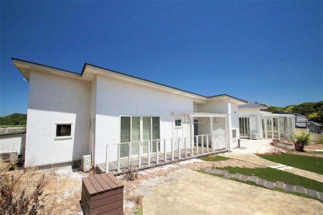 田舎暮らし 千葉 富津市 高台から見下ろす街並風景 平成23年築 白亜の大型デザイナーズハウス