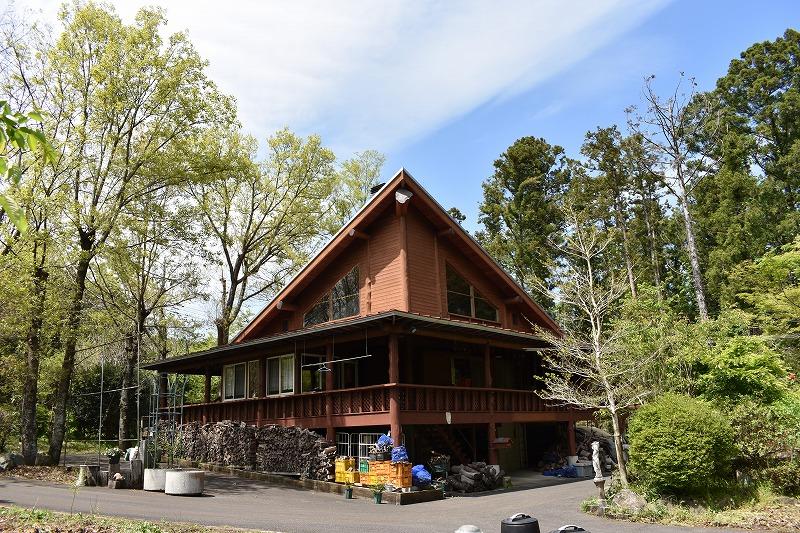 広々敷地453坪!自然に囲まれ木のぬくもりを感じる高級ログハウス