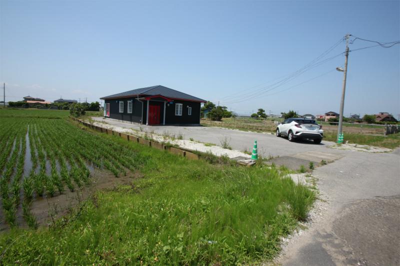 田園風景望む 広い駐車スペース付中古平家建 別荘・店舗にオススメです